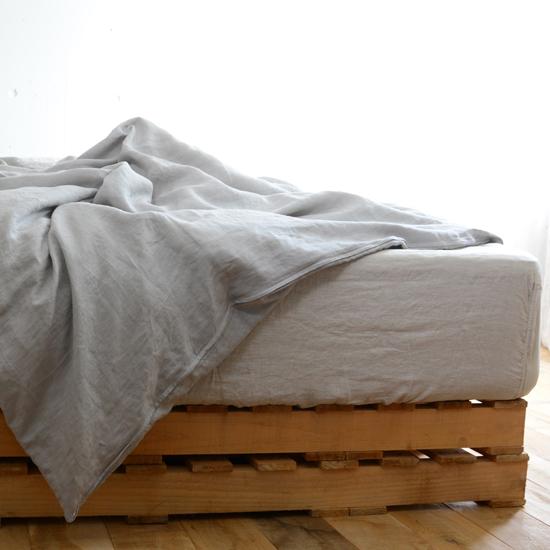 リネンのベッドカバー