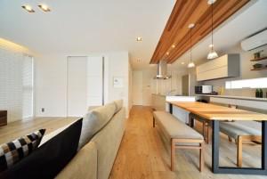 リノベーションで天井もこだわりの空間に…。