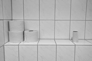 水垢や黒カビを撃退! トイレの床タイル・壁タイル簡単お掃除テク