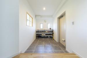 玄関のオープン棚収納