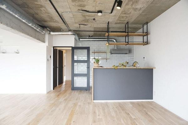 コンクリート現し天井の施工例。ワイルドな魅力のあらわし天井はいま注目度ナンバーワン