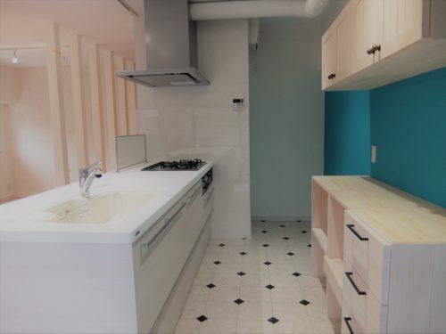 クッションフロアは水に強く、クッション性があるのでキッチンや洗面室によく使用される