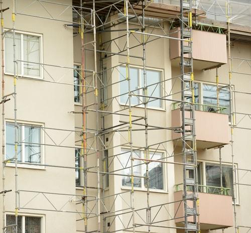 大規模修繕中の築古マンション