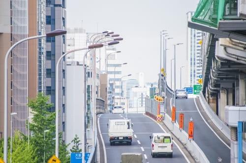 静かな環境を望むなら、幹線道路や線路が目の前にあるマンションは避けた方が賢明