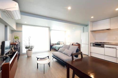 ソファをダイニング、キッチンと横並びに配置するレイアウト