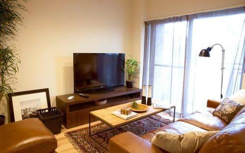 テレビとソファの距離は3m以上ならローテーブルを置けるが、以下なら置かない方が良い