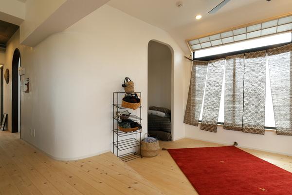 漆喰の壁×無垢の床https://hikarinobe.com/constructioncase/case_0075/