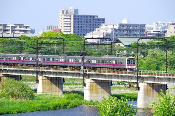 聖蹟桜ヶ丘から望む多摩川橋梁と京王線