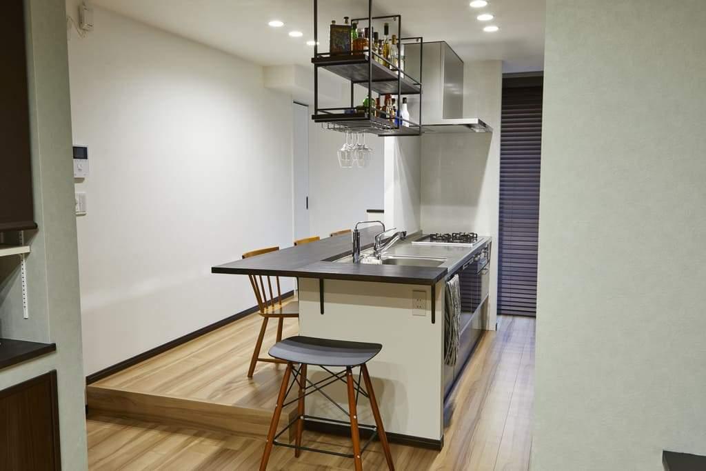 アイランドキッチン風につくったI型キッチン。