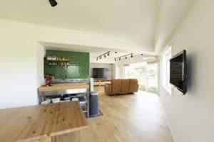 ◆緑の風が巡る家 変形的な間取りを生かしたダイナミック回遊プラン◆