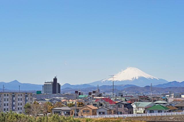 寒川町神川橋から見た富士山
