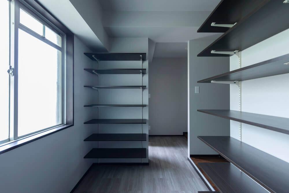 玄関から直接出入りでき、風通しも充分な大容量の収納スペース