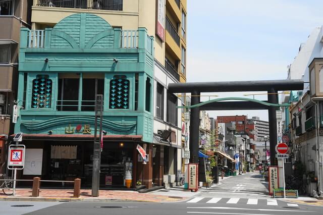 亀戸香取勝運商店街入口