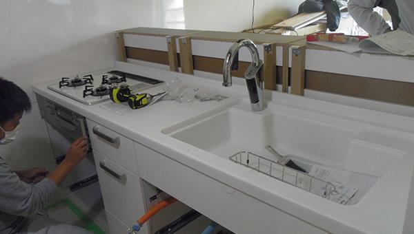 それからキッチンやバスなどの設備を入れ、仕上げをします。